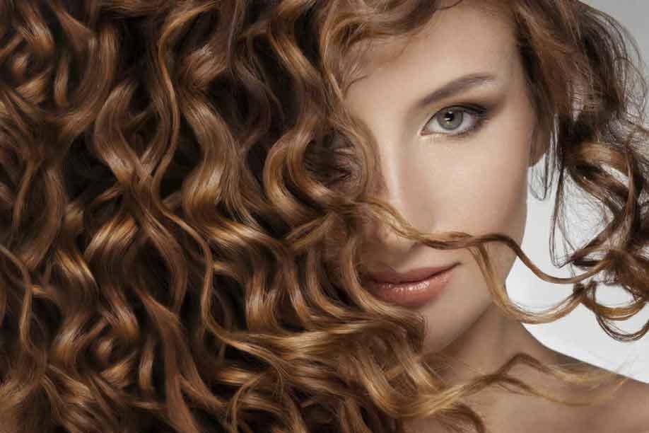 come-prendersi-cura-dei-capelli-ricci-pianetacapello-firenze